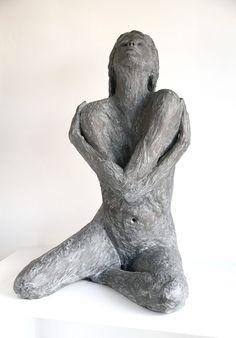 ides de sculpture Stillness (groot) - Art Center H - sculpture Paper Mache Sculpture, Sculptures Céramiques, Art Sculpture, Abstract Sculpture, Ceramic Figures, Ceramic Art, Ceramic Sculpture Figurative, Grand Art, Keramik Design