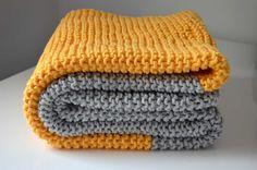 Comment jai appris à tricoter seule? [grâce à 5 vidéos] Plaid Crochet, Crochet Baby, Crochet Bikini, Knit Crochet, Loom Knitting, Knitting Patterns, Crochet Patterns, Crochet Summer Tops, Square Patterns