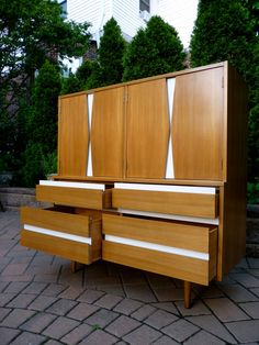 Interior design | decoration | home decor | furniture | Mid Century Modern dresser