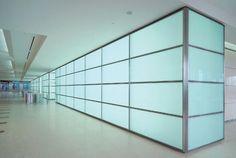 Divisória modulada de vidro com pelicula Divider, Stairs, Room, Furniture, Design, Home Decor, Glass, Ladders, Homemade Home Decor