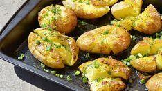 Domácí česnekové brambory pečené v troubě s famózní chutí! | Vychytávkov