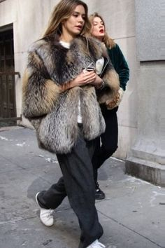 Shearling Coat, Fur Coat, Street Style Trends, Effortless Chic, Women Lifestyle, Winter Looks, Fashion Addict, Trendy Outfits, Winter Outfits