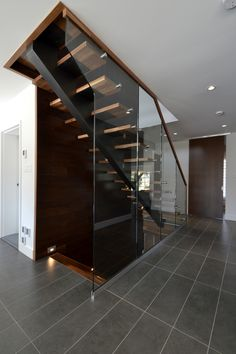 Railing Design, Staircase Design, House Stairs, Facade House, Modern Stairs, Retail Store Design, Modern Architecture, New Homes, House Design