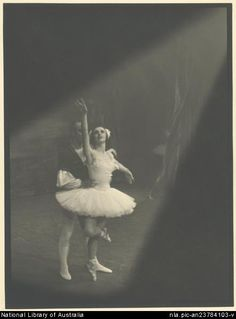 Stringer, Walter, 1907-2001. Ballet Rambert performance of Swan Lake, Act II, starring Joan Halliday and John Gilpin, Her Majestys Theatre, 1948 [picture]