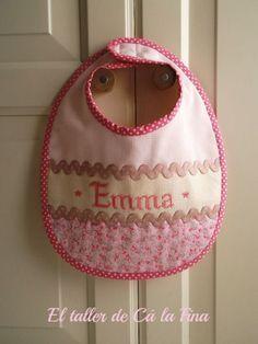 Babero personalizado para Emma #bebes #canastillas Emma Bebe, Baby Bibs Patterns, Happy Pregnancy, Bib Pattern, Baby Kit, Embroidery Monogram, Cross Stitch Baby, Binky, Baby Sewing