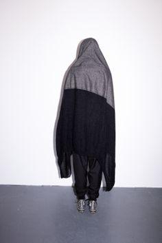 Blanket Cape, Von Sono http://www.vonsono.de/collections/accessories/products/hood-with-cape