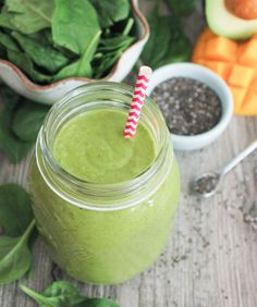 The Best Tropical Green Smoothie - Domesticate ME! [I have hated everyone I tried ... she promises this one doesn't taste like liquid lawn]