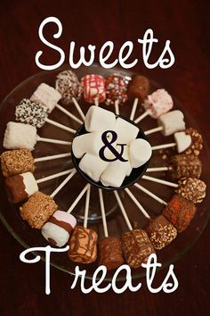 What a creative expensive party food (chocolate marshmallow cake sticks) Chocolate Marshmallow Cake, Giant Chocolate, Chocolate Marshmallows, Marshmallow Pops, Decorated Marshmallows, Homemade Marshmallows, Dipped Marshmallows, Yummy Treats, Sweet Treats
