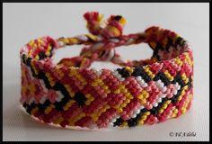 Bracelet brésilien avec un motif V décalé : http://filadelie.alittlemarket.com