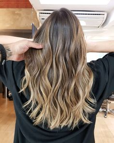 Balayage Blonde Ends - 20 Fabulous Brown Hair with Blonde Highlights Looks to Love - The Trending Hairstyle Brown Hair Shades, Brown Hair With Blonde Highlights, Brown Hair Balayage, Light Brown Hair, Light Hair, Brown Hair Colors, Hair Highlights, Brown Beach Hair, Hair Lights