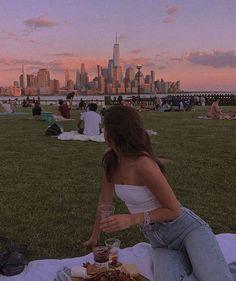 New York Life, Nyc Life, City Aesthetic, Summer Aesthetic, Aesthetic Girl, Poses Photo, City Vibe, Insta Photo Ideas, Dream Life