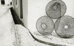 Fulvio Roiter, Algarve, 1962 (thanks to yama-bato) Monochrome Photography, Vintage Photography, Black And White Photography, Amazing Photography, Art Photography, Algarve, Black And White Abstract, Black White Photos, Fibre And Fabric