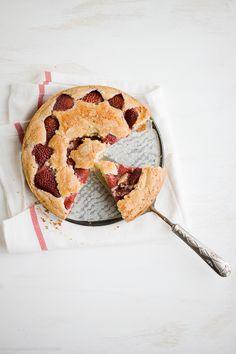vanilla bean strawberry buttermilk cake