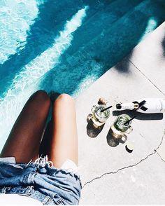What Friday should feel like / @mija_mija #friyay #beachplease #tgif #pool #rippedjeans #friday #pooldays #moet