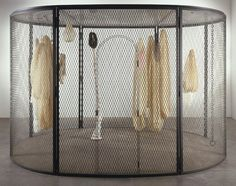 louise bourgeois, The Fabric Works, Hauser and Wirth, Peaux de lapins, chiffons ferrailles à vendre 2006