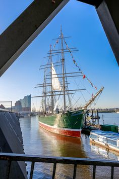 Hamburg meine Perle The Effective Pictures We Offer You About Sealife Tattoos ideas A quality picture can tell you many things. You can find the most beautiful pictures t Hamburg City, Hamburg Germany, Ship Art, Tall Ships, Ocean Life, Water Crafts, Animal Kingdom, Great Places, Sailing Ships