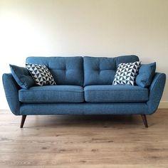 Retro sofa: 40 amazing models of stylishly designed furniture .- Retro sofa: 40 amazing models of timelessly designed furniture - Living Room Sofa, Sofa Design, Apartment Living Room, New Living Room, Trendy Living Rooms, Apartment Decor, Contemporary Bedroom, Living Room Grey, Blue Sofa