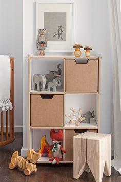 quarto de bebê com artigos de madeira
