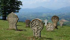 Pays Basque | Stèles discoïdales - P. SAINT-JEAN