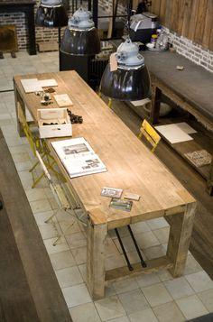Tafels van oude houten balken, op maat gemaakt in de houtwerkplaats tot 5 meter lang! www.oudebouwmaterialen.nl