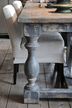 75 vintage dining table design ideas diy is part of painting Furniture Table - 75 vintage dining table design ideas diy Vintage Farmhouse, Farmhouse Dining Room Table, Dinning Room Tables, Wooden Dining Tables, Dining Table Design, Farm Tables, Farmhouse Decor, Rustic Table, Dining Rooms