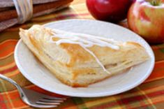 Turnovers - those miniature hand-held pies - can be filled with a number of mouthwatering combinations to create sweet or savory delectable little meals. Apple Turnover Recipe, Turnover Recipes, Apple Turnovers, Pastry Recipes, Dessert Recipes, Cooking Recipes, Graham Cracker, Individual Pies, Apple Desserts