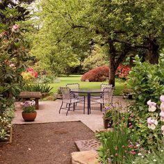 Beautiful backyard. For more backyard landscaping ideas go to – http://www.lawncare.net/backyard-landscaping-ideas/