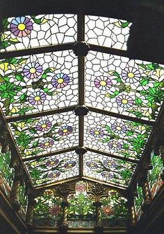 How beautiful! Stained glass/ music glass ceiling and Windows in this greenhouse? Solarium?