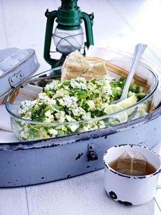 Das Rezept für Gurken-Couscous-Salat mit Minz-Frischkäse und weitere kostenlose Rezepte auf LECKER.de