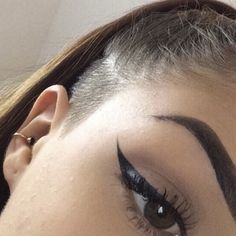 Eyeliner Tattoo: All You Need To Know – My hair and beauty Cat Eye Makeup, Eye Makeup Tips, Smokey Eye Makeup, Nyx Makeup, Eyebrow Makeup, Makeup Ideas, Felt Tip Eyeliner, Winged Eyeliner, Fashionable Outfits