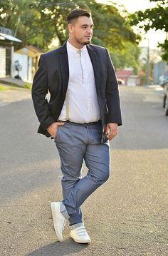 Elige unos pantalones que te queden perfectos. | 18 Trucos de estilo que todos los hombres con pancita deben conocer