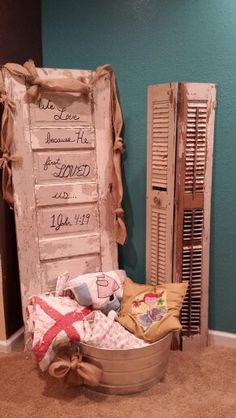 Old door and shutter with metal tub/quilt decorations. Metal Tub, Old Shutters, Banquet Ideas, Old Doors, Everything Pink, Wedding Reception Decorations, Shower Ideas, Decals, House Ideas