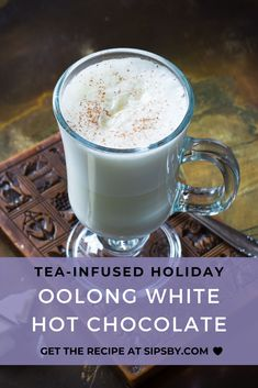 A creamy and sweet white hot chocolate infused with the oolong tea to add a deep flavor Enjoy the taste of white chocolate complemented with oolong tea at your next holiday party or while sitting by the fireplace Tea Cocktails, Fun Drinks, Beverages, Hot Chocolate Recipes, Chocolate Flavors, Iced Tea Recipes, Cocktail Recipes, Dessert Recipes, Desserts