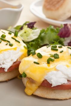 A classic delicous breakfast. Eggs Benedict Recipe from Grandmothers Kitchen. - A classic delicous breakfast. Eggs Benedict Recipe from Grandmothers Kitchen. Breakfast And Brunch, Breakfast Dishes, Breakfast Recipes, Egg Recipes, Brunch Recipes, Cooking Recipes, Easter Recipes, Cooking Tips, Homemade Hollandaise Sauce