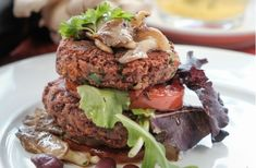 Hlivovo-fazuľové fašírky s ovsenými vločkami - recept Hamburger, Veggies, Beef, Food, Meat, Vegetable Recipes, Vegetables, Essen, Burgers