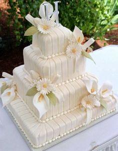 Wedding cake . Definitely loving the daisies on this one