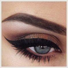 winged eyeliner <3