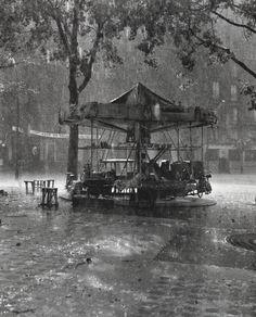 Le manège de Monsieur Barré - Place de la Mairie Paris 1955 Robert Doisneau