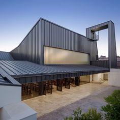 Gemeindezentrum in Sevilla erweitert / Stadtoase mit Steinteppich - Architektur und Architekten - News / Meldungen / Nachrichten - BauNetz.d...