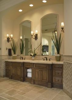Gorgeous Traditional Bathroom Using A Great Mix Of Tiles And Finishes #HomeDesign #Bathroom