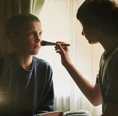Mike giving Eleven a makeover, Stranger Things Stranger Things Actors, Stranger Things Aesthetic, Stranger Things Netflix, Grey's Anatomy, Don T Lie, Best Series, Millie Bobby Brown, Series Movies, Best Tv