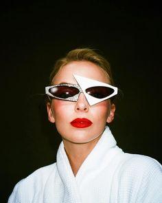 celiaburtonmakeup: JODIE BTS from video shoot💥 Hair by Cat Eye Sunglasses, Sunglasses Women, Sandra Oh, Jodie Comer, Fashion Cover, Bold Fashion, Celebs, Celebrities, Woman Crush
