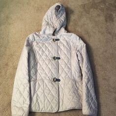 PRICE ⬇️! NWOT MK Clip Closure Quilt Jacket Silver clasp closures secure the front of a sleek, silver diamond-quilted jacket fashioned with side pockets and a classic quilted hood. Front patch pockets on both sides. Water-resistant. LIKE-NEW CONDITION! MICHAEL Michael Kors Jackets & Coats