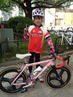 Piacere Yamaのミホちゃんと伝説の自転車。カーボンホイールにDura-Aceコンポーネント。シフトはもちろん電動。