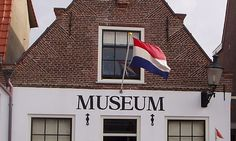 Deze monumentale Museum Museum Noordwijk museumboerderij is de laatste binnenduinsehoeve van Nederland en geeft een goed tijdsbeeld van het vissersdorp Noordwijk rond 1900.
