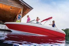 "Set your sights on the horizon, and get ready to play the day away onboard the TAHOE Q7i. At 20' 6"" long with a 96"" beam, it's our largest sport runabout, and we've taken advantage of its size to provide families the ultimate escape vehicle."