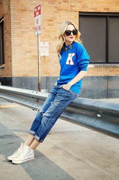 Met een boyfriend jeans en een sweater