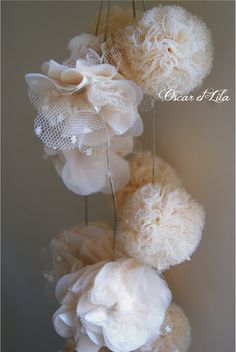 Oscar and Lila: A veil of plumetis Lila Party, Deco Champetre, Tulle Poms, Creation Deco, Diy Décoration, Crochet Patterns For Beginners, Decoration, Diy Wedding, Diy And Crafts