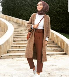 Casual And Simple Hijab Fashion For Winter Tesettür Kombinleri Hijab Casual, Simple Hijab, Modest Fashion Hijab, Modern Hijab Fashion, Hijab Fashion Inspiration, Hijab Chic, Muslim Fashion, Classy Fashion, Fashion Dresses