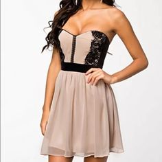 Lace Bandeau Skater Dress in nude/black Dress in a bandeau style from ELISE RYAN. Padded cups with sewn in rails on each side. Closes with a zip to the reverse. Pleated waist with a flared skirt. Lace detail to the top front. Fully lined. Like brand new!! Dresses